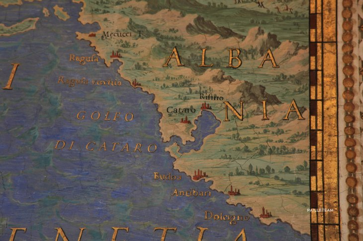 Carte de l'Italie sur laquelle sont indiquées les côtes de l'Albanie.